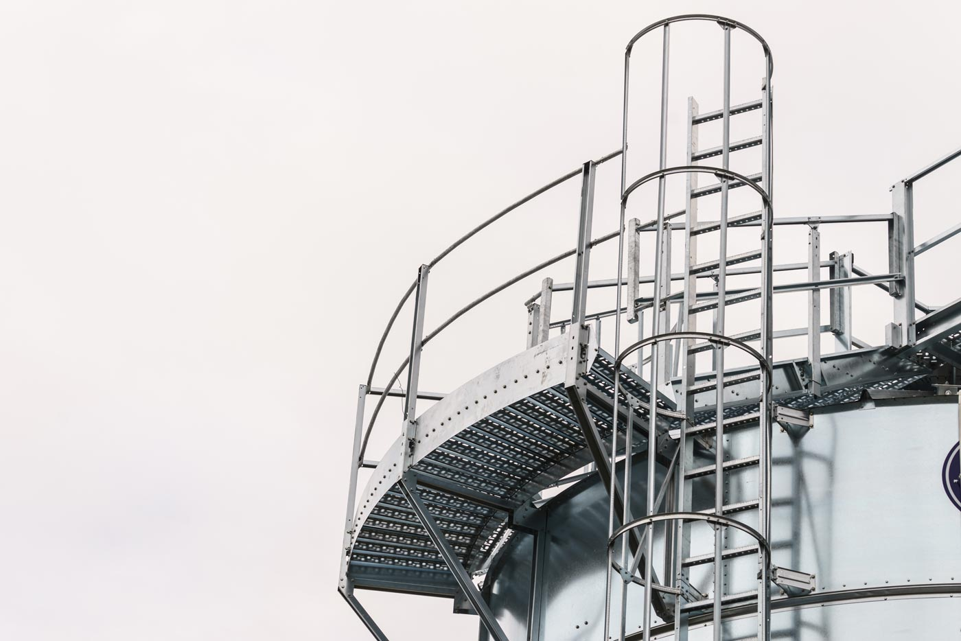Headerbild - Podeste, Laufstege und Industrietreppen